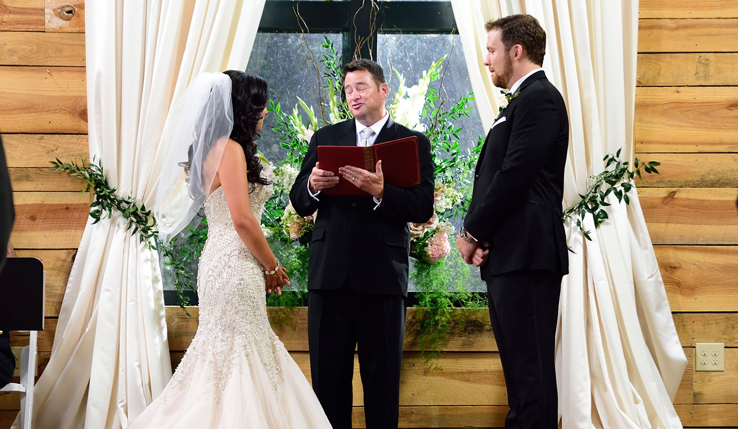 Married Sight Recap Ashley Attracted David Standing Wedding Altar 3rd