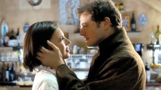 Jamie (Colin Firth) proposes to Aurélia (Lúcia Moniz) in Love Actually.