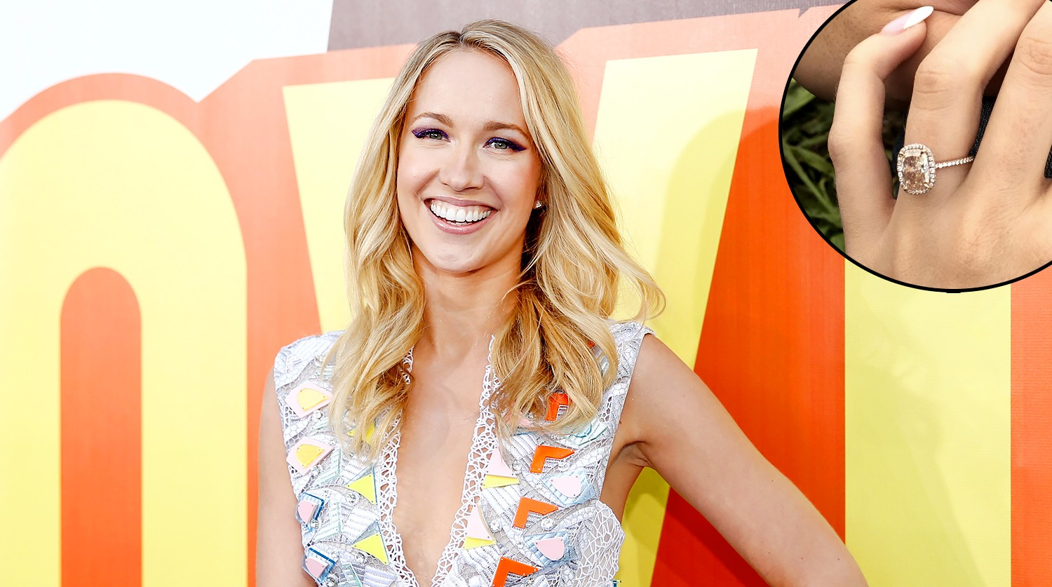 Pitch Perfect S Anna Camp Shares Engagement Ring Photo