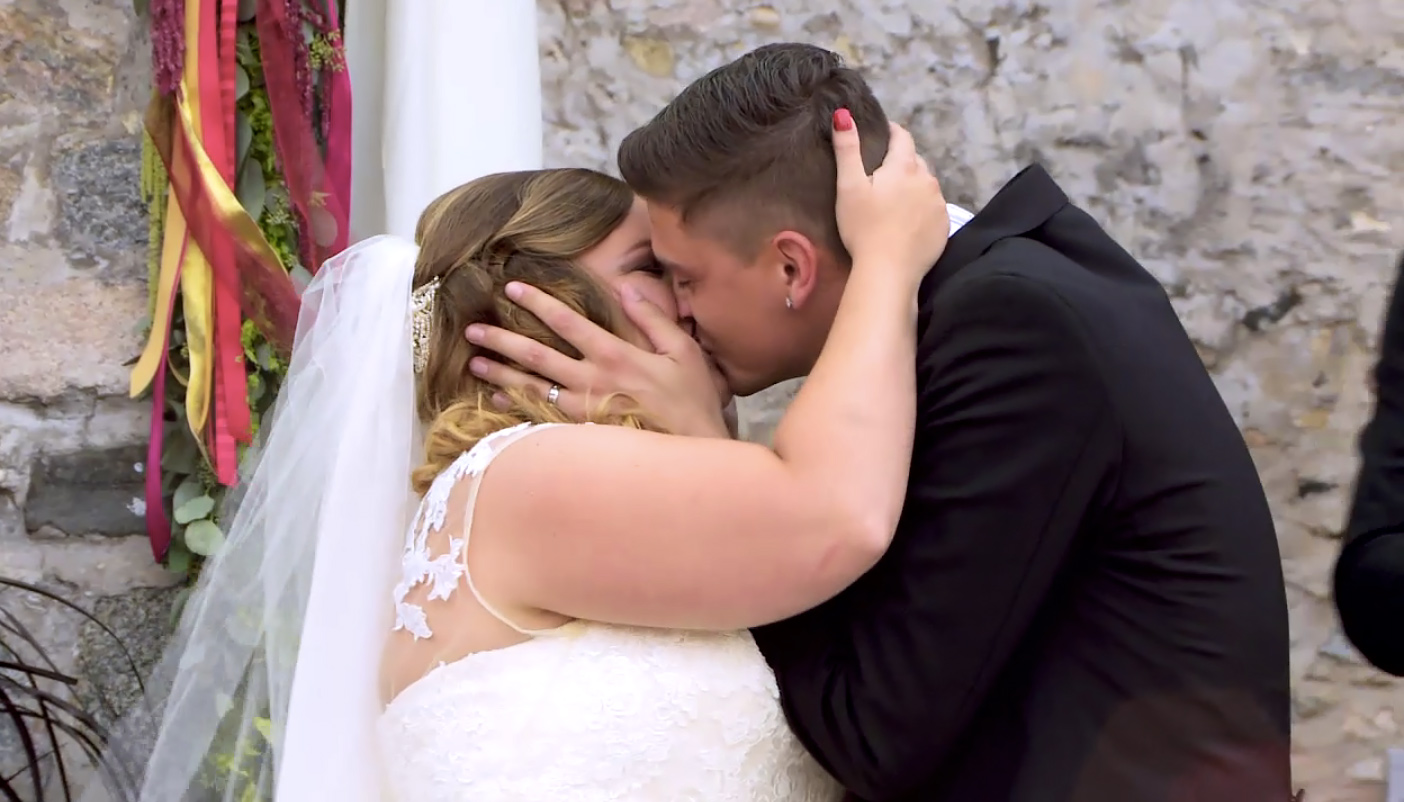 Catelynn and Tyler wedding kiss