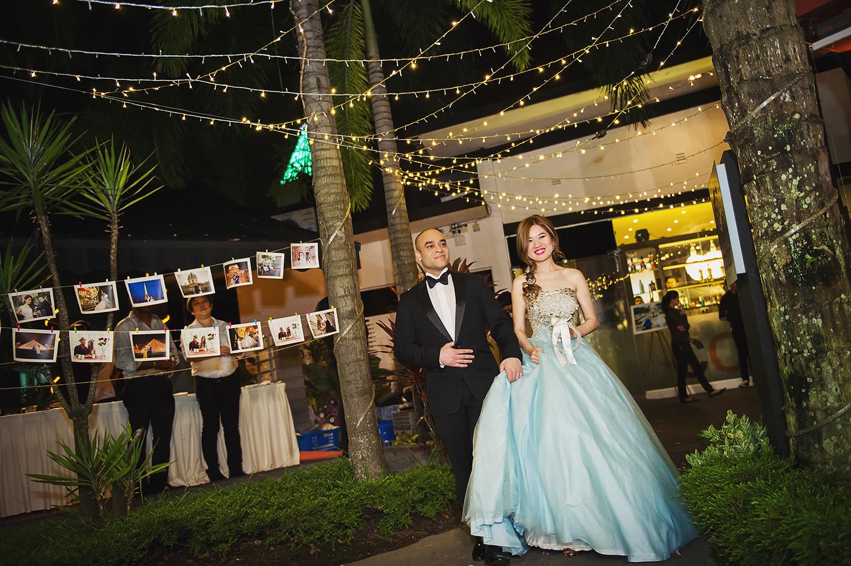 Bride Juliana dressed as Elsa from Disney's Frozen