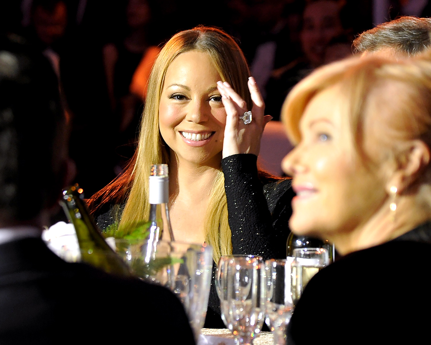 Mariah Carey showing off her engagement ring