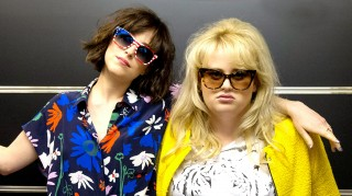 Dakota Johnson and Rebel Wilson in How to Be Single