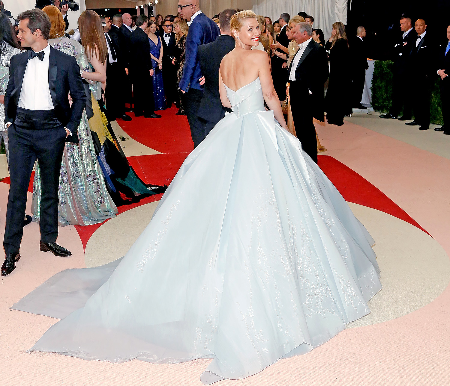 Claire Danes Channels Cinderella In Light-Up Met Gala Dress