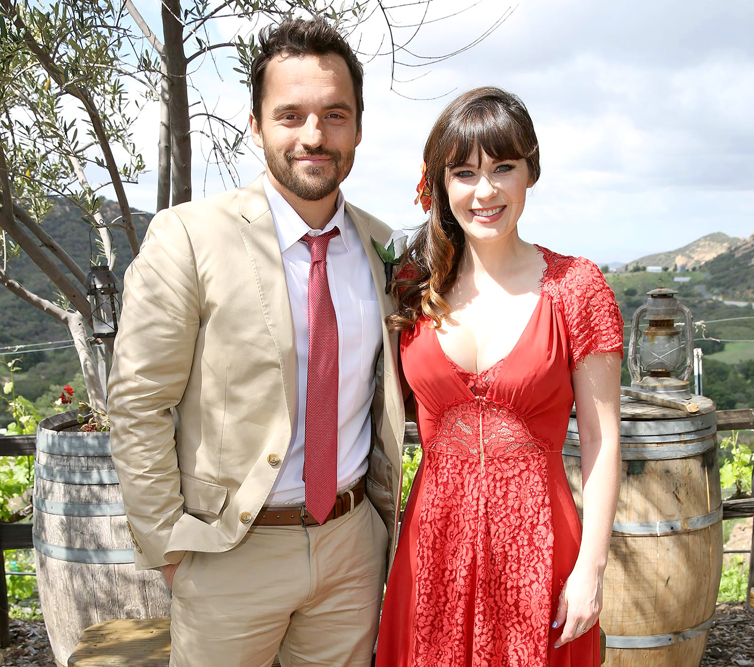 New girl 39 s cece and schmidt wedding photos first look for Zooey deschanel wedding dress