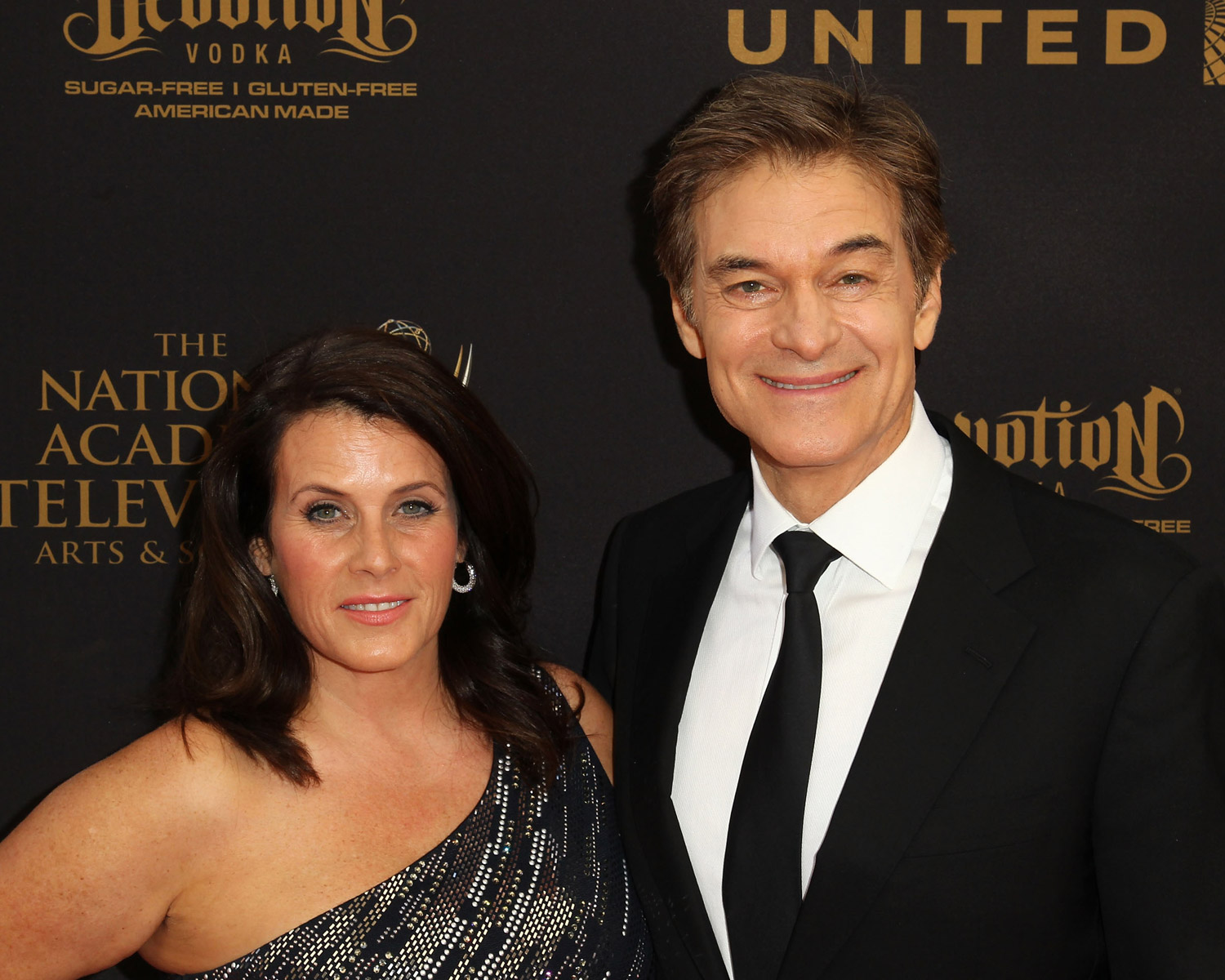 dr oz shares throwback wedding photo on 31st anniversary. Black Bedroom Furniture Sets. Home Design Ideas