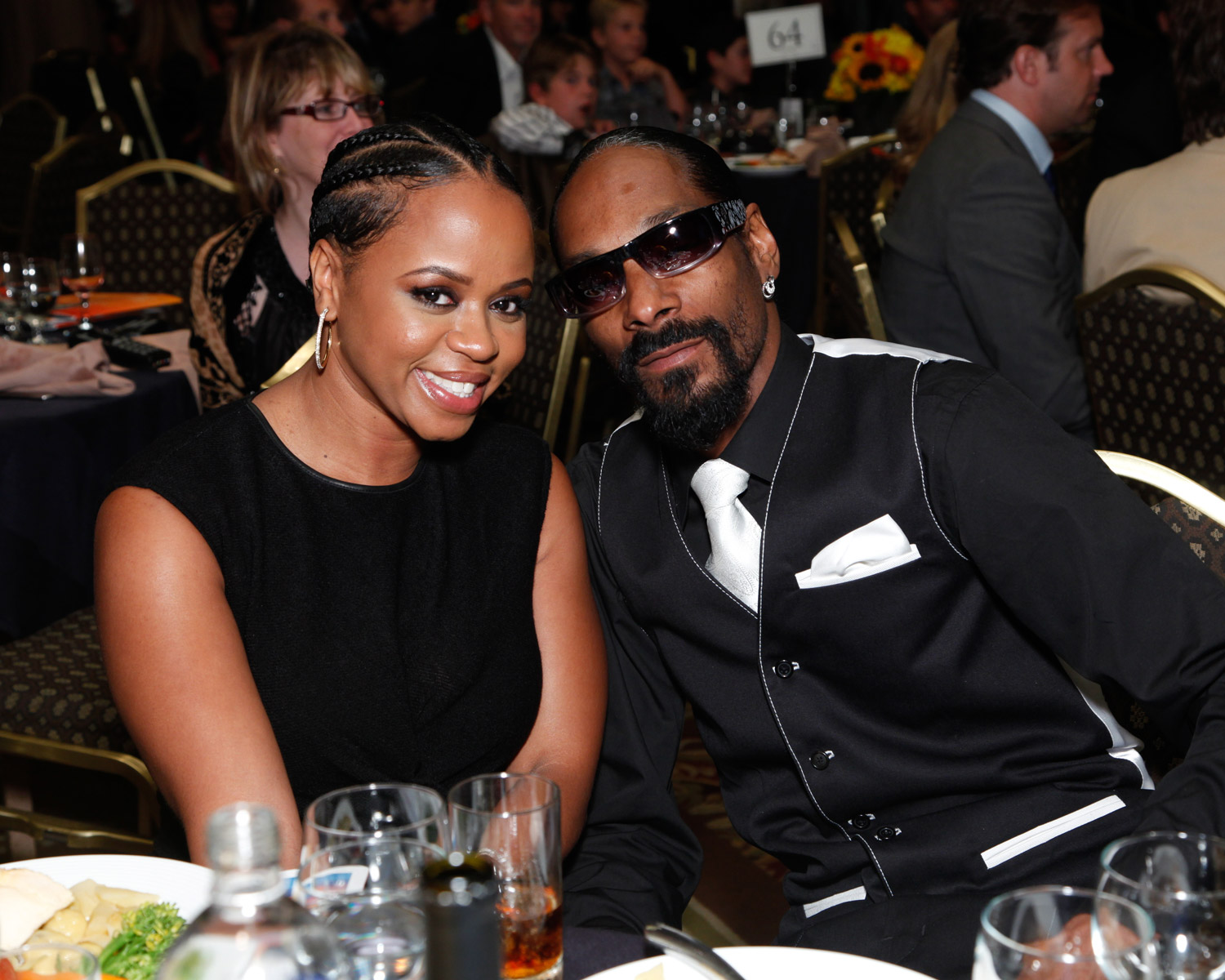 Snoop Dogg Celebrates 19th Wedding Anniversary Shares