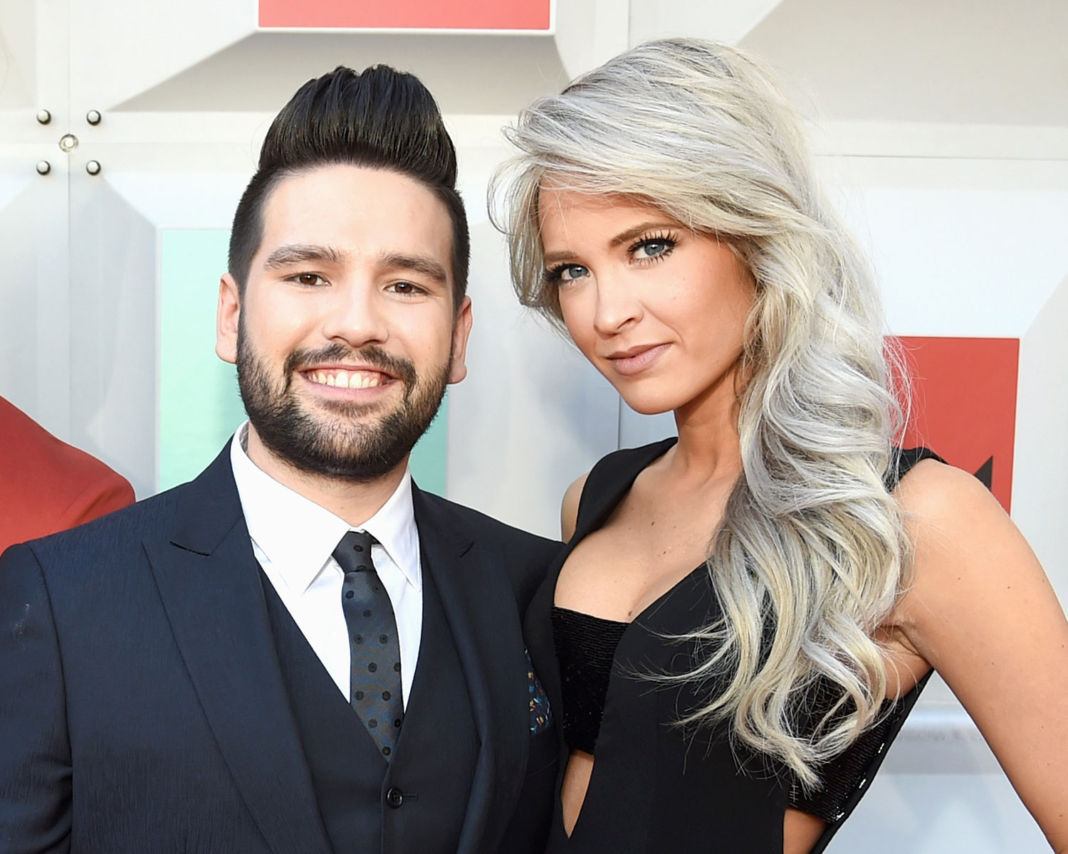 Dan Shay Singer Shay Mooney Is Expecting A Baby With Fiancee