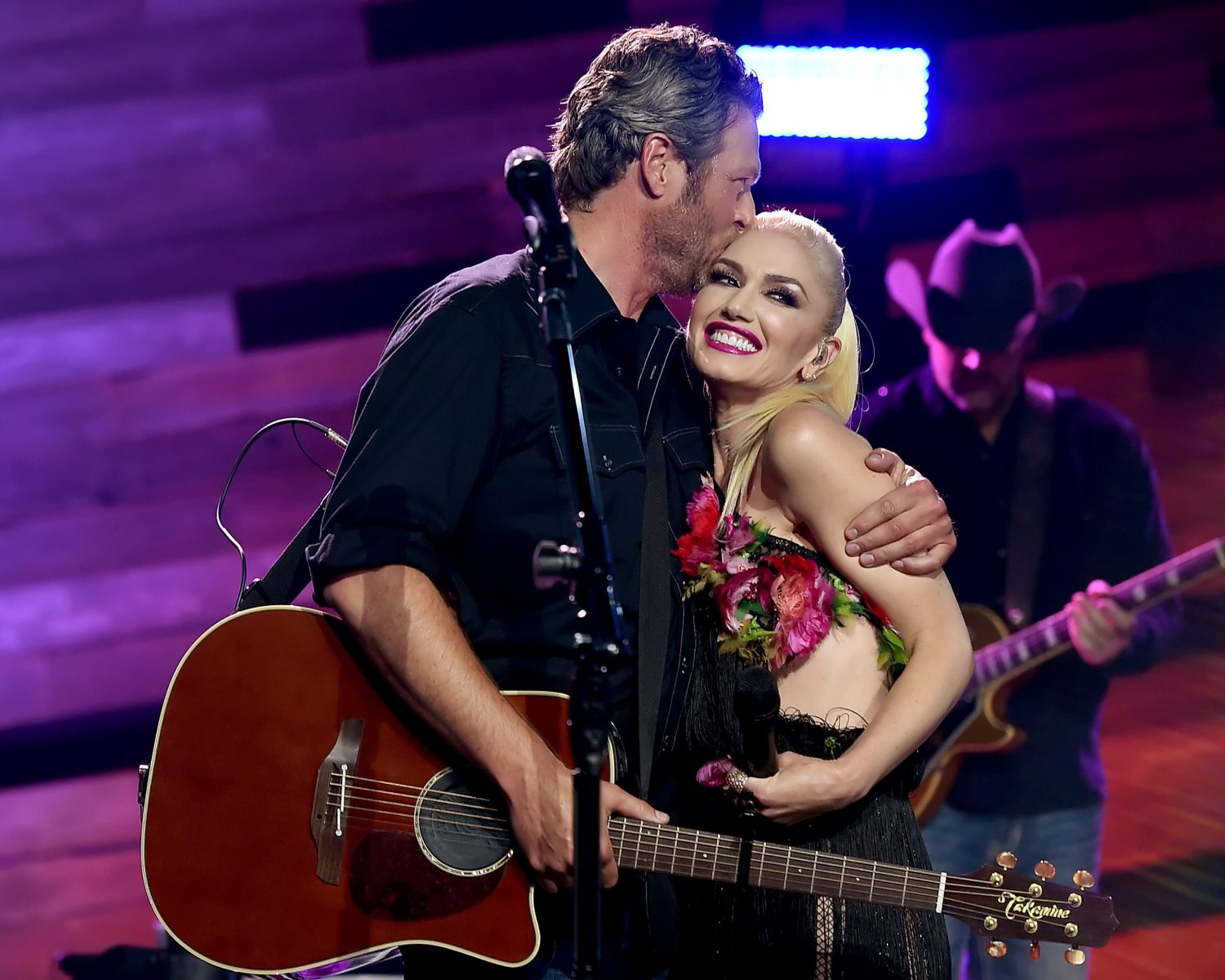 BURBANK, CA - MAY 09:  Singers Blake Shelton (L) and Gwen Stefani perform on the Honda Stage at the iHeartRadio Theater on May 9, 2016 in Burbank, California.  (Photo by Kevin Winter/Getty Images for iHeartMedia)