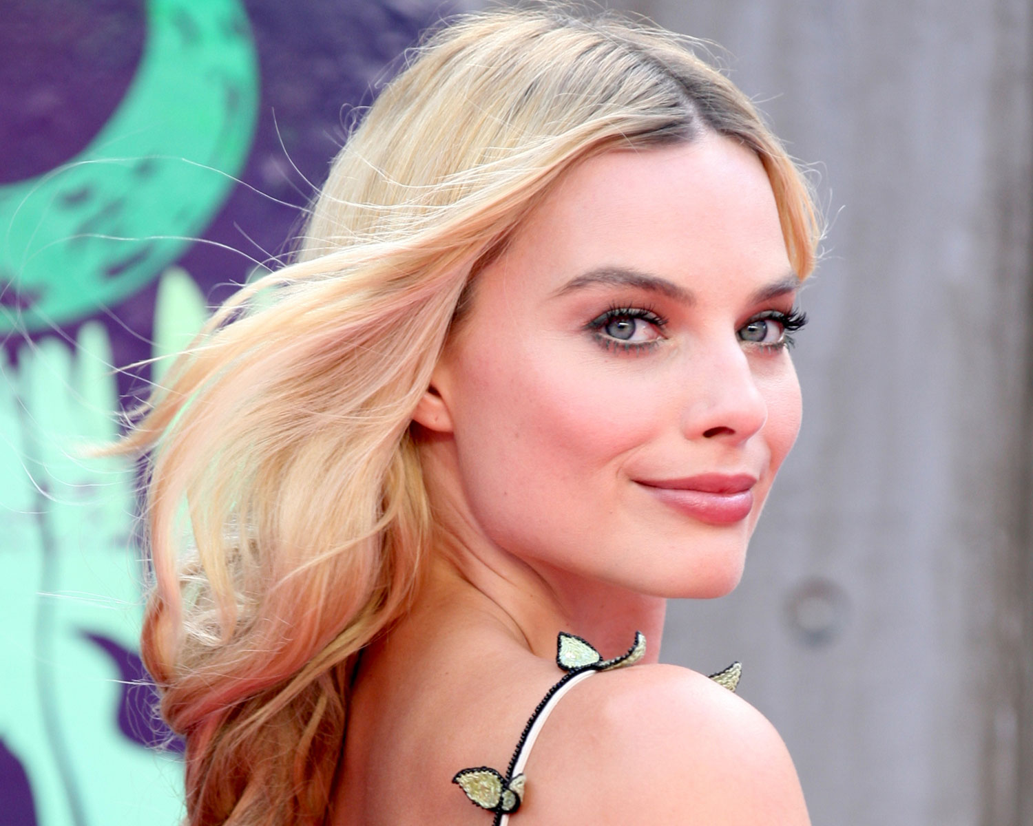 Margot Robbie Reportedly Wore Her Mom S Wedding Dress