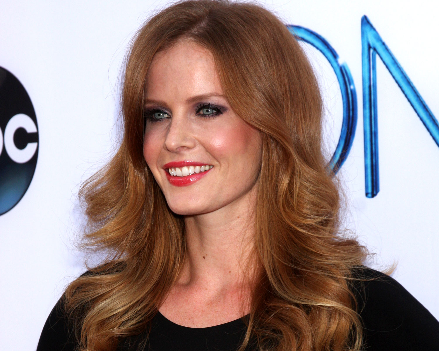 Once Upon A Time S Rebecca Mader Marries Marcus Kayne Photos