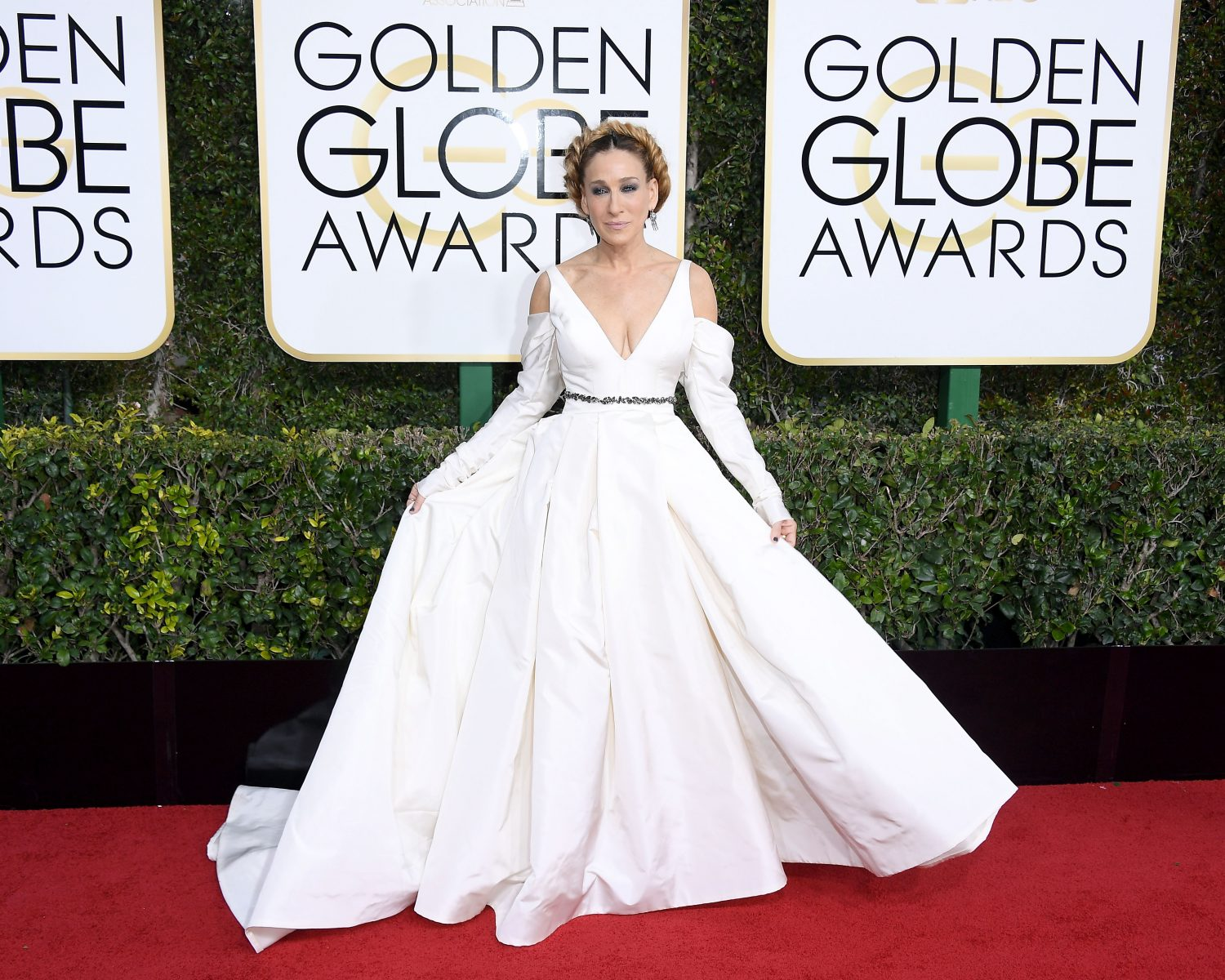 Sarah Jessica Parker Wears Wedding Dress to Golden Globes 2017