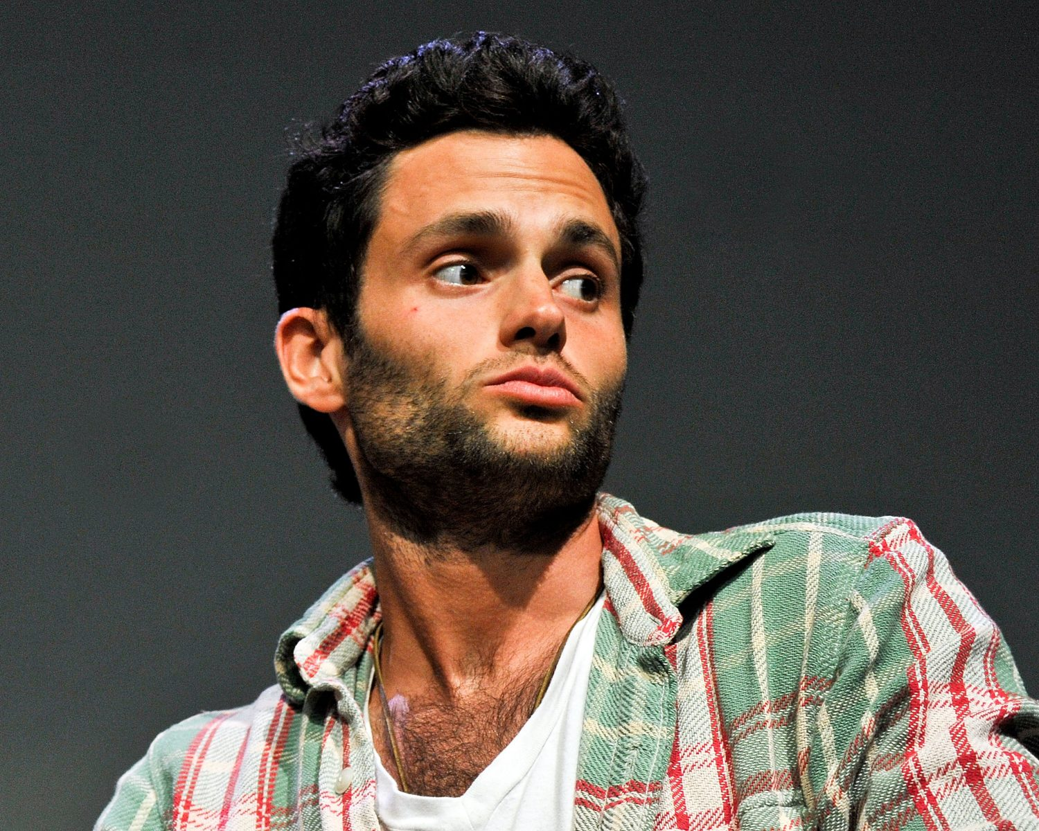 Penn Badgley S Wife Shares Intimate Wedding Photo Of First Kiss