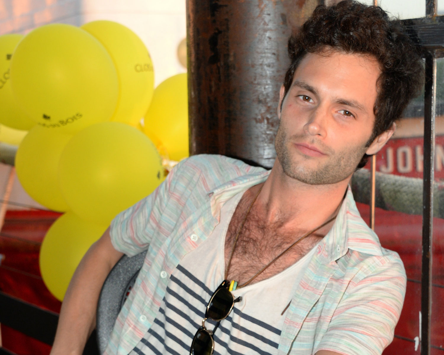 Gossip Girl S Penn Badgley Marries In Courthouse Wedding Photos