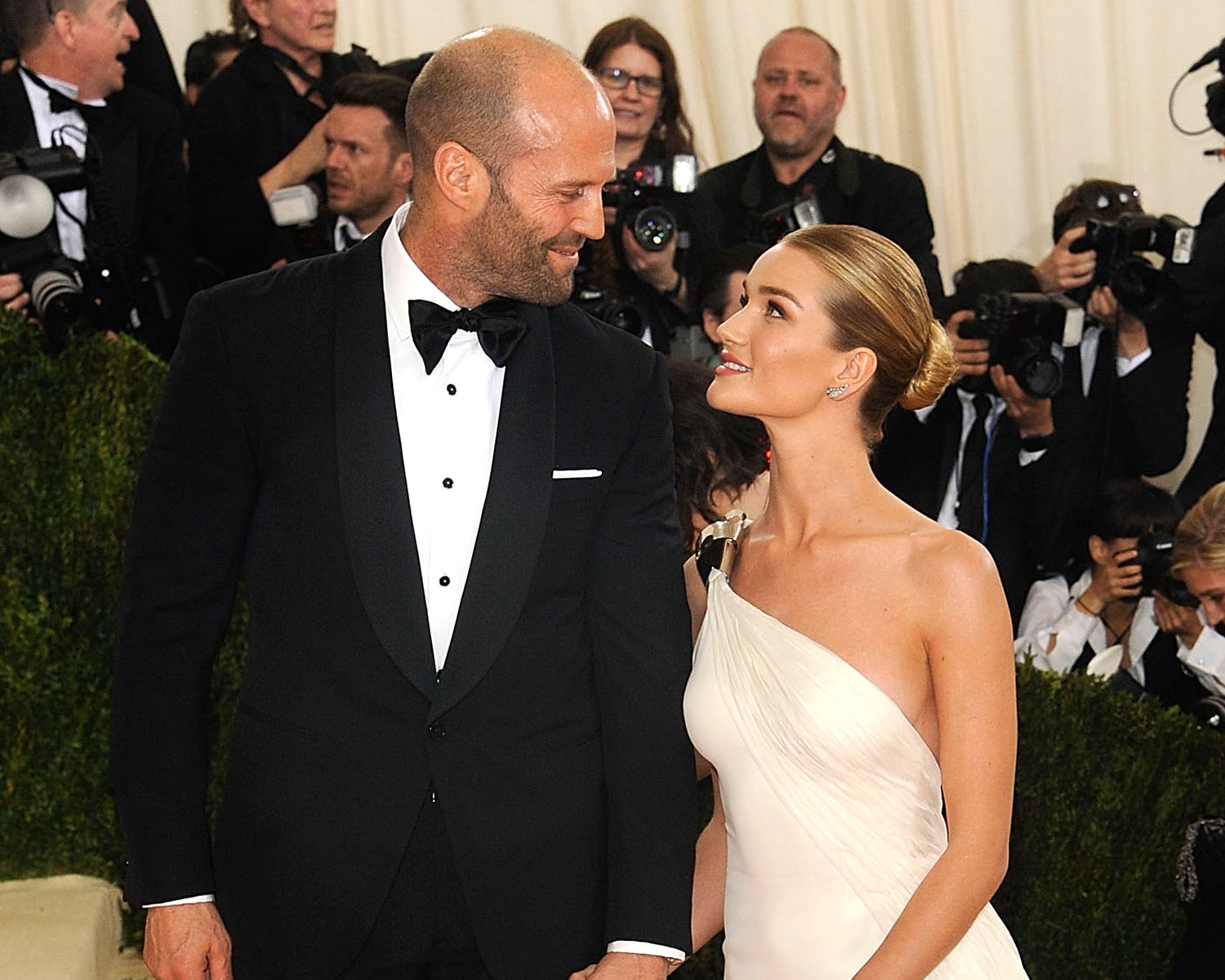 Rosie Huntington Whiteley Is Expecting A Baby With Fiance