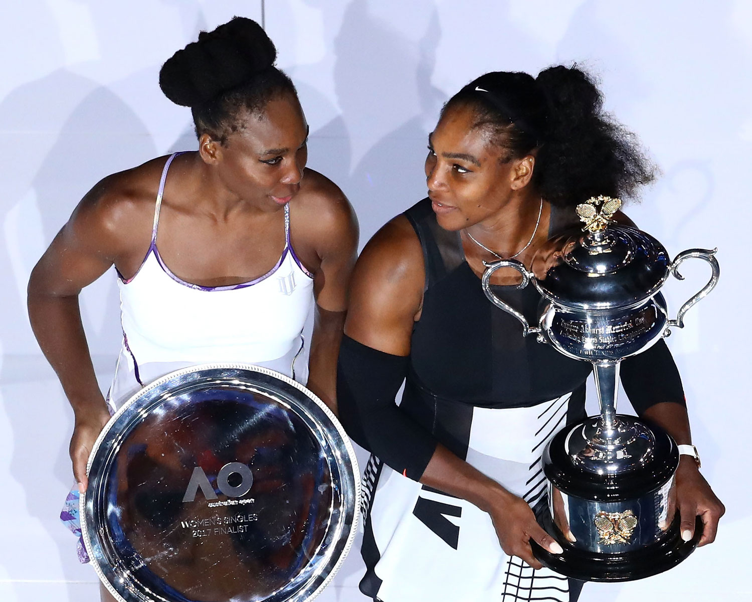 venus and serena williams Serena williams and venus williams, australian open 2009 williams has played older sister venus in 29 professional matches since 1998 overall, serena is 17–12.