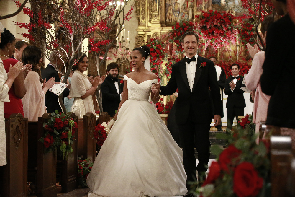 Scandal s 100th episode olivia pope wears anne barge for Last season wedding dresses