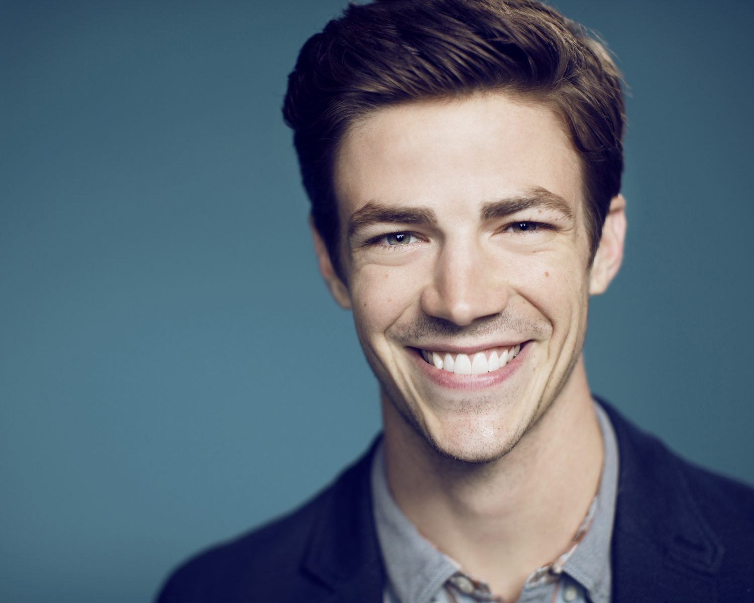 The Flash S Grant Gustin Is Engaged To La Thoma