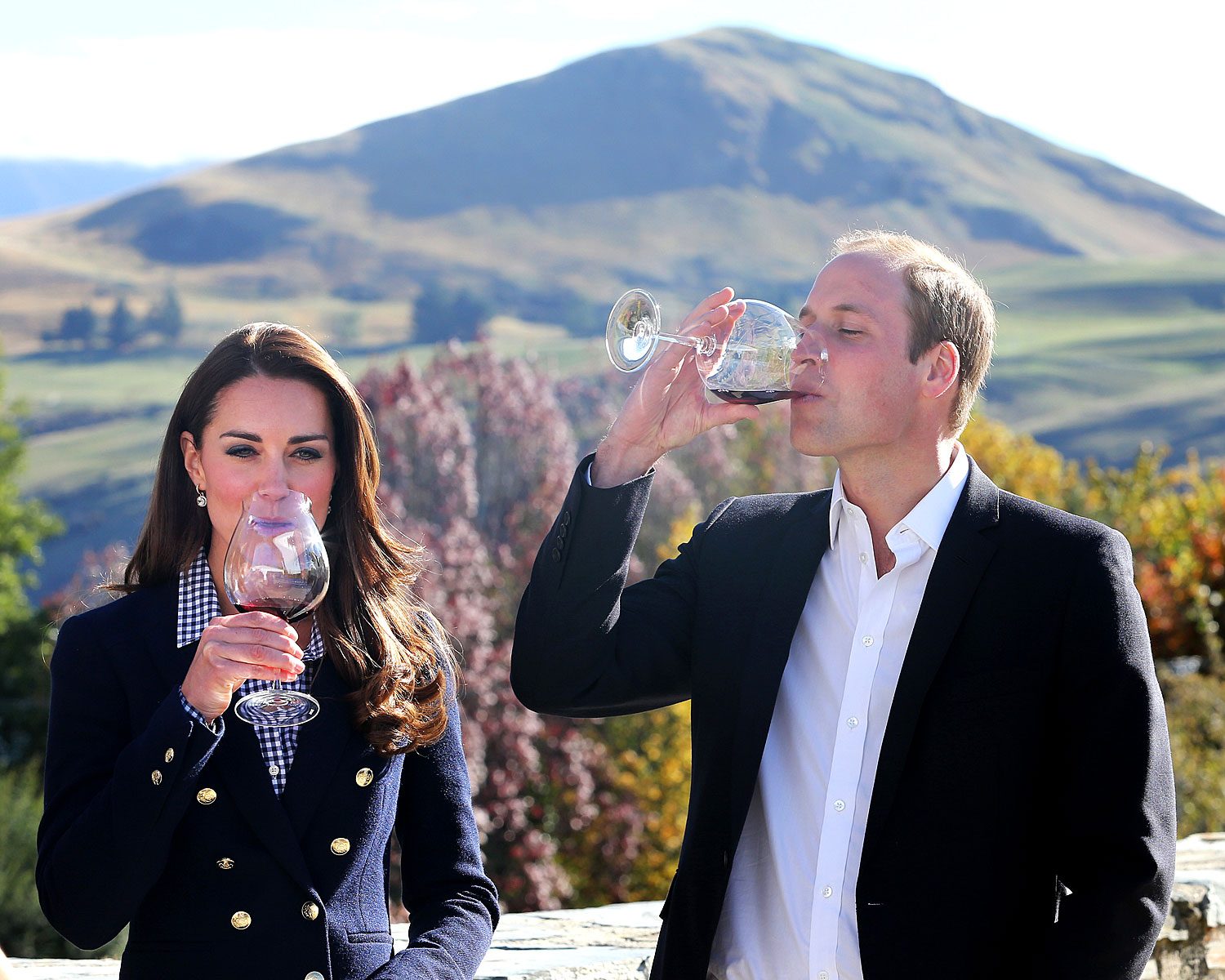 william dating kate Prince william began dating kate middleton, a fellow student from st andrews, in 2003 they broke up briefly in 2007, but reunited the same year.