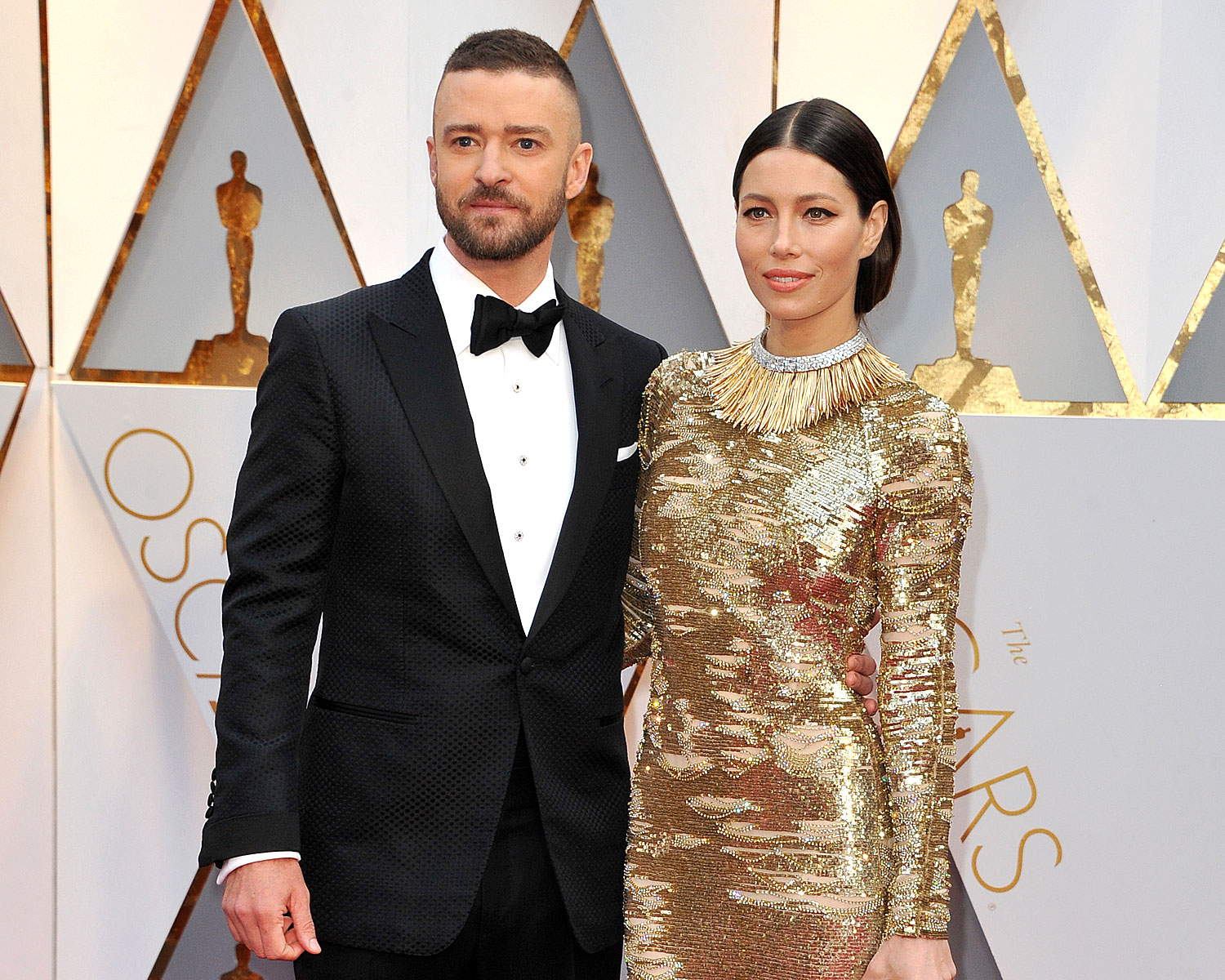 Jessica Biel Gives a Very Good Look at Her Engagement Ring From Justin Timberlake