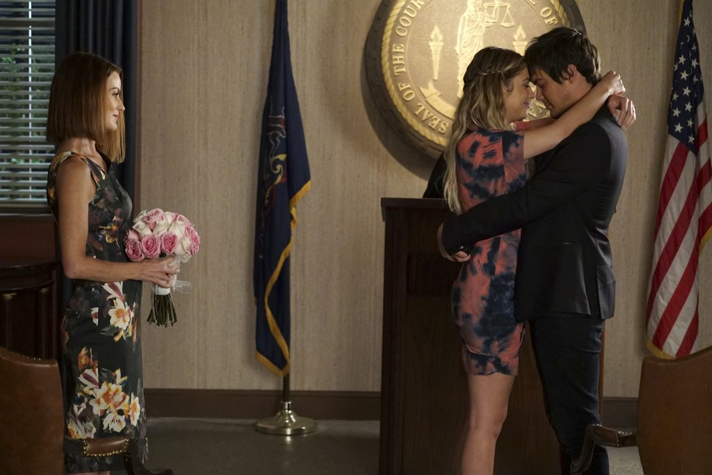 Ashley Benson and Tyler Blackburn's characters Hanna and Caleb married in an impromptu courthouse wedding. (Freeform/Eric McCandless)