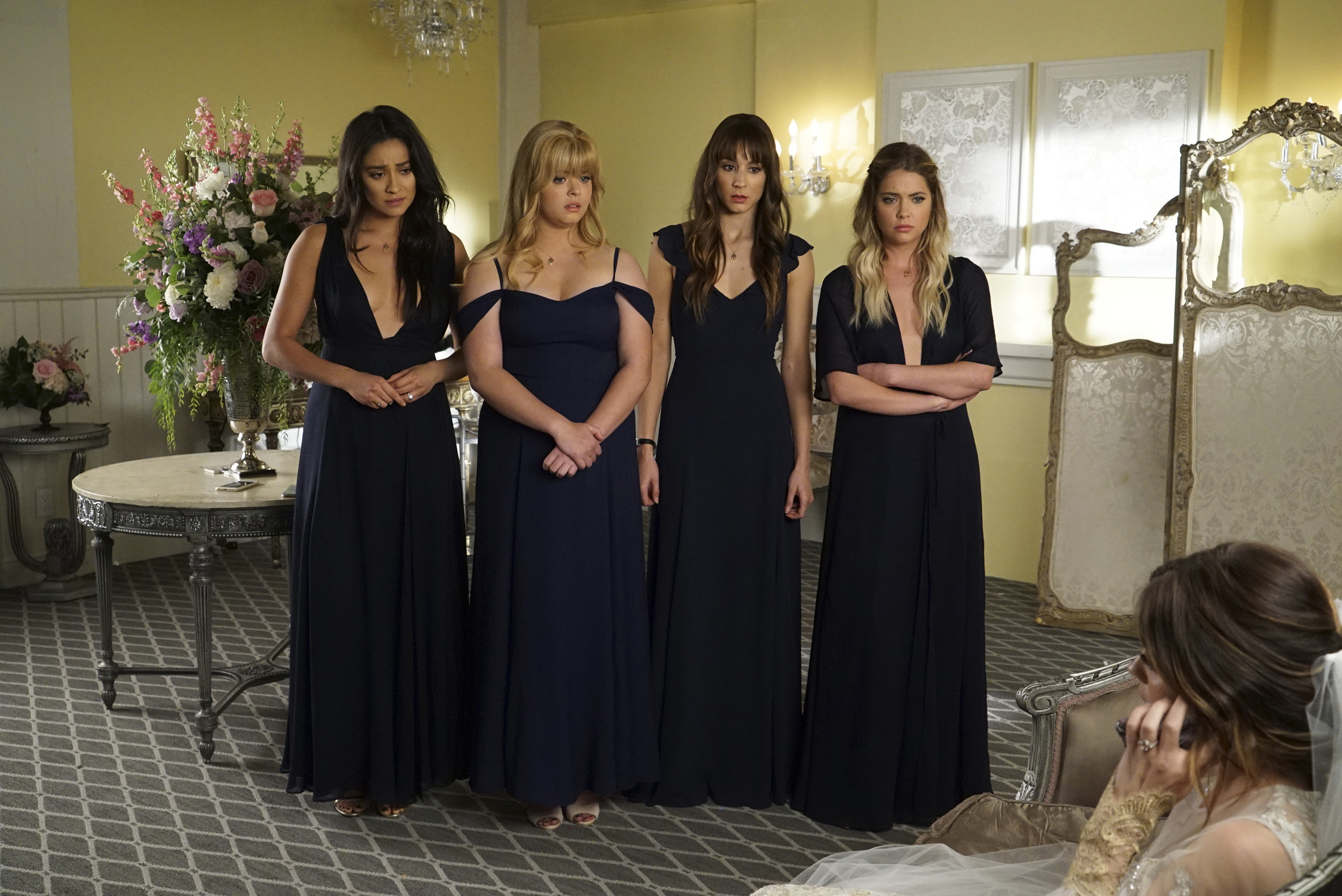 Aria S Wedding Dress On Pretty Little Liars Was A Design By Claire Pettibone