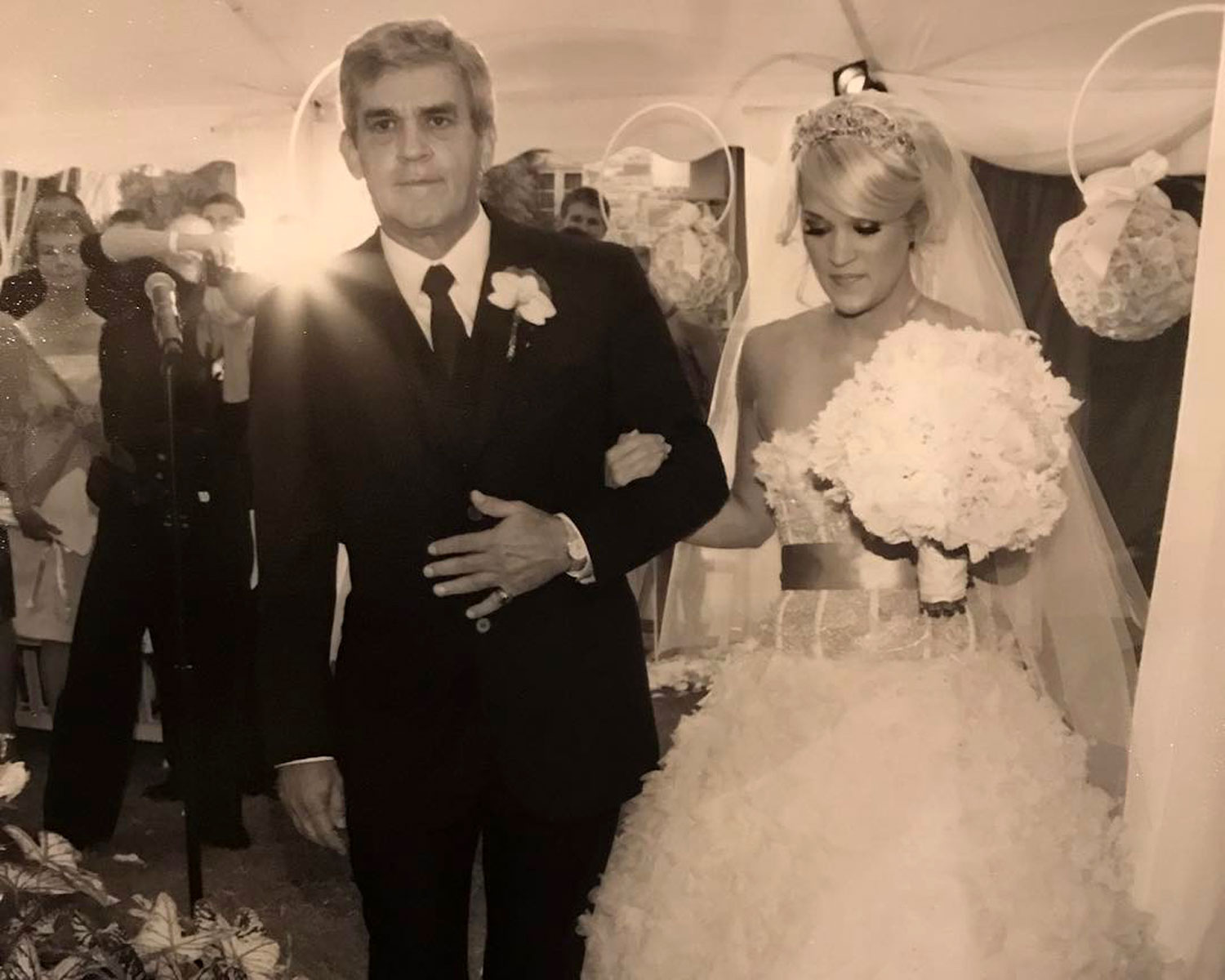 Carrie Underwood Dad Father's day Wedding