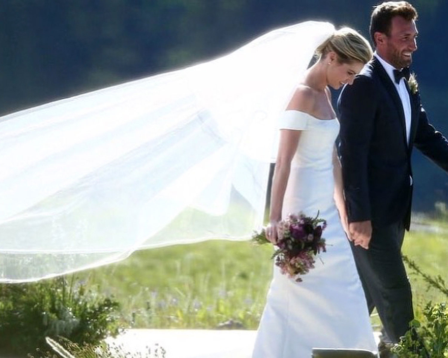 Erin Andrews Wore A Second Wedding Dress See The Photos