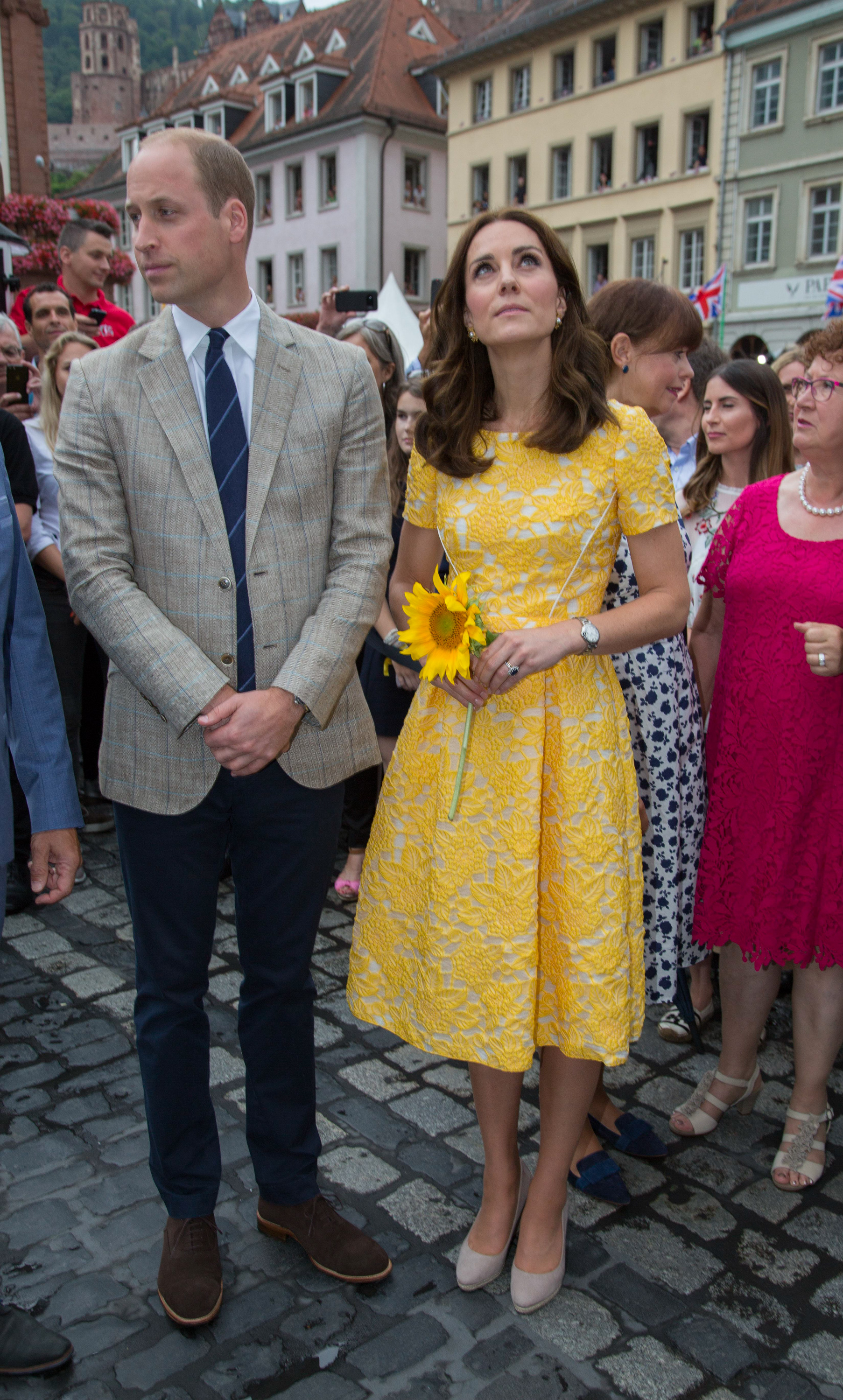 Prince William, Duke of Cambridge and Catherine, Duchess of Cambridge tour of a traditional German market in the Central Square during an official visit to Poland and Germany on July 20, 2017 in Heidelberg, Germany. (Photo by Pool/Samir Hussein/WireImage)