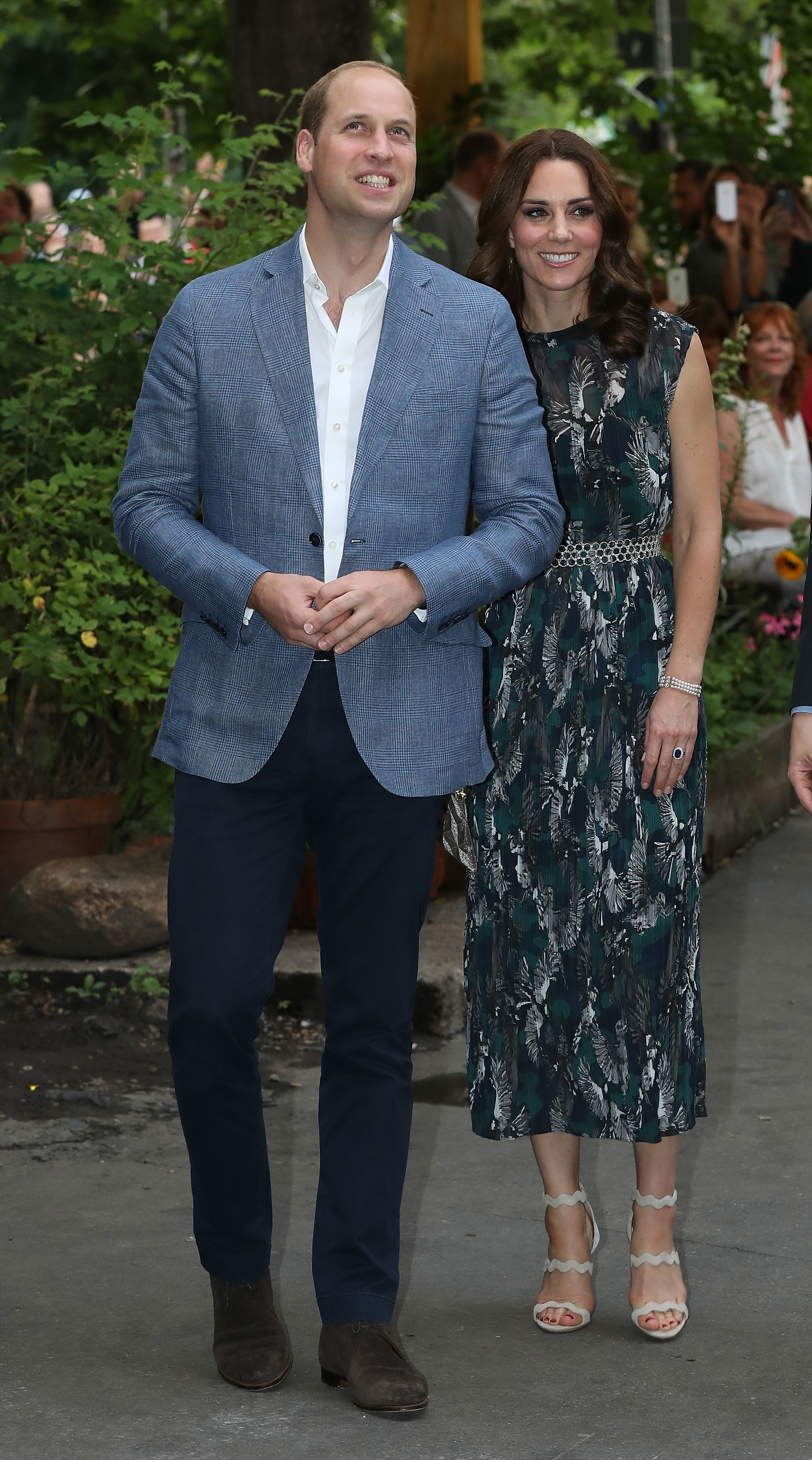 BERLIN, GERMANY - JULY 20: Prince William, Duke of Cambridge, and Catherine, Duchess of Cambridge, arrive at a reception at Claerchen's Ballhaus dance hall following a day in Heidelberg on the second day of the royal visit to Germany on July 20, 2017 in Berlin, Germany. The royal couple are on a three-day trip to Germany that includes visits to Berlin, Hamburg and Heidelberg. (Pool Photo by Sean Gallup/Getty Images)