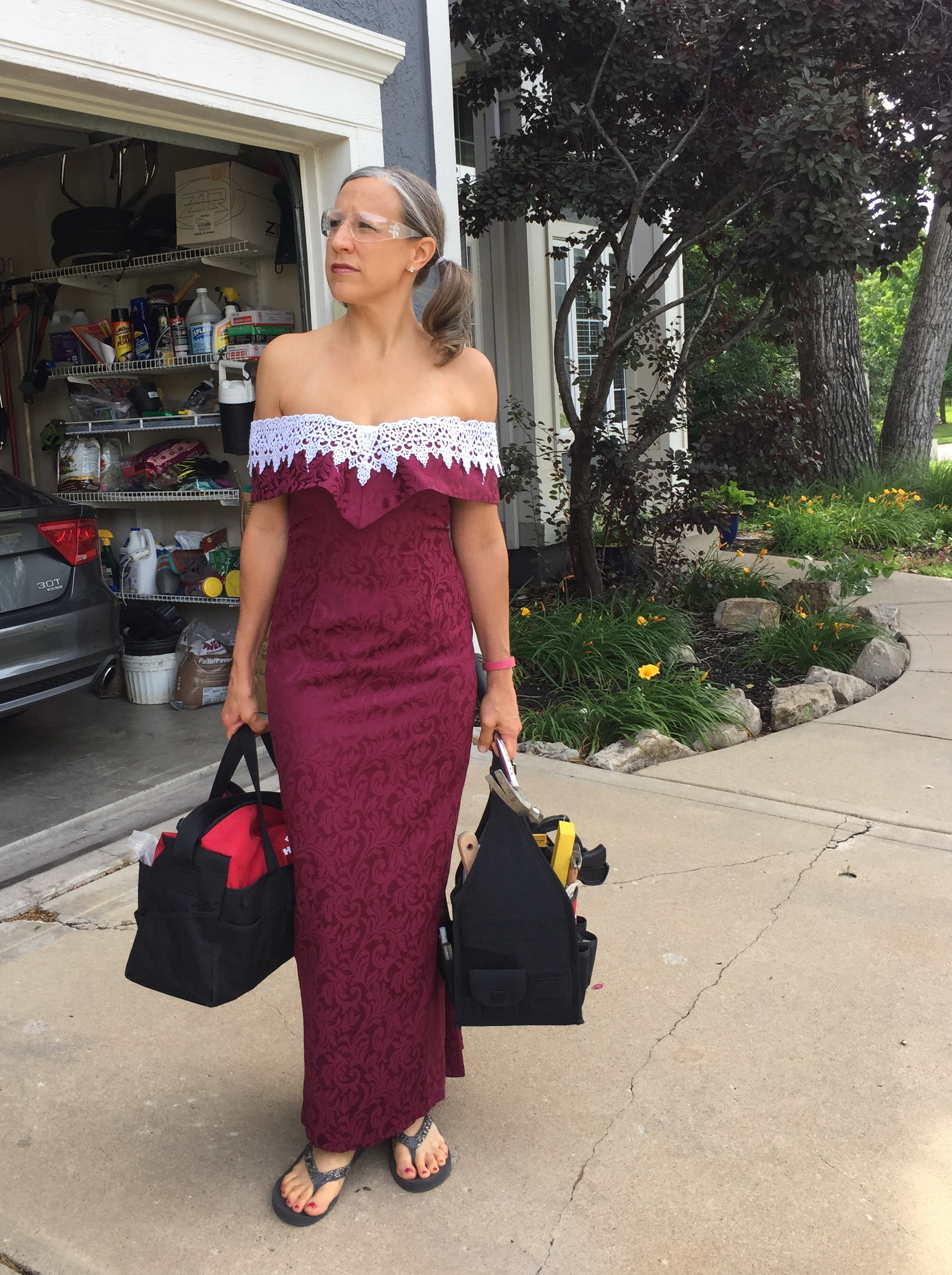 The best bridesmaid ever recently repurposed her bridesmaid dress from a 1995 wedding, and the photos went viral. )Photo courtesy of Tammi Sauer)
