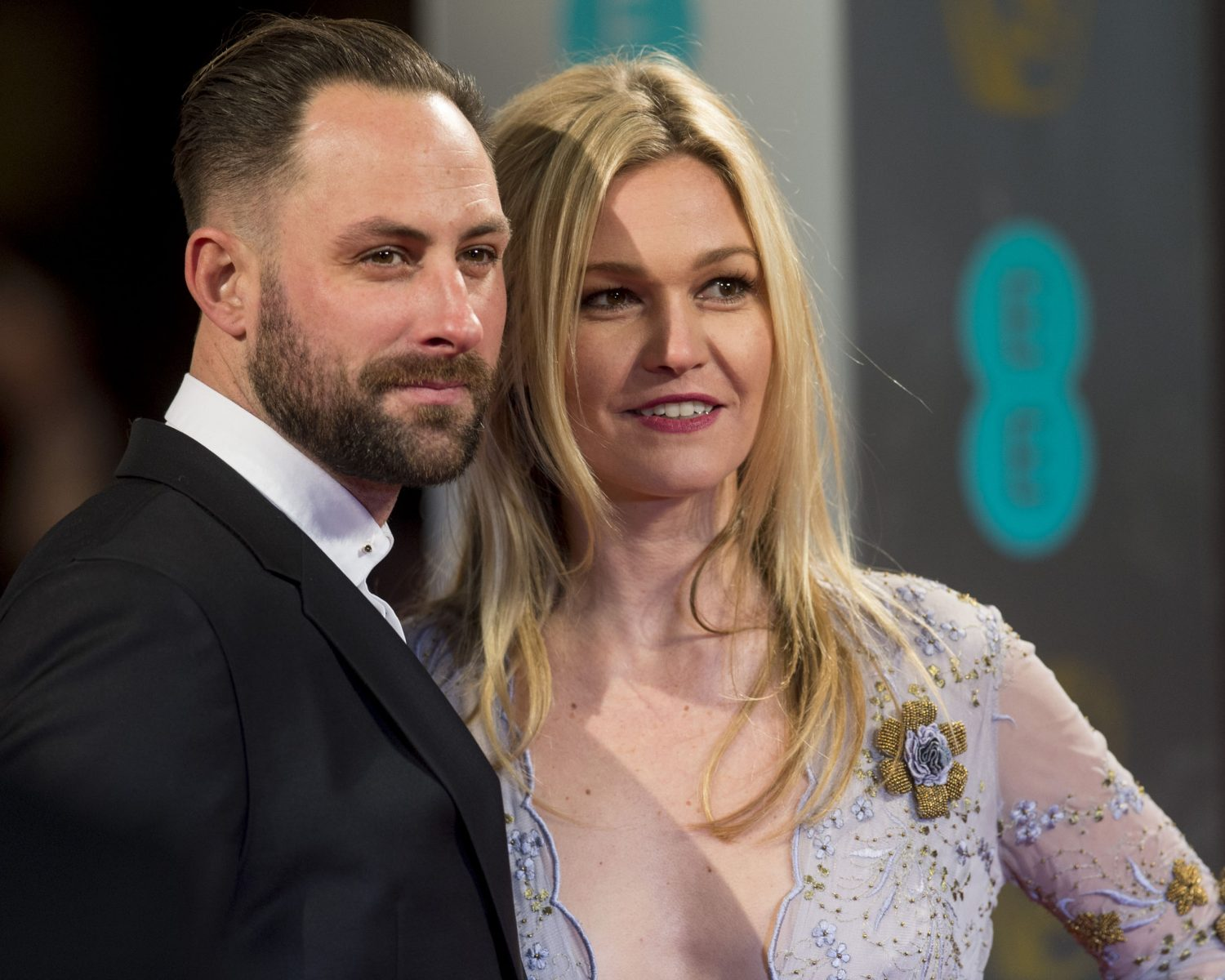 Julia Stiles Is Married See a Photo From Her Shotgun Wedding