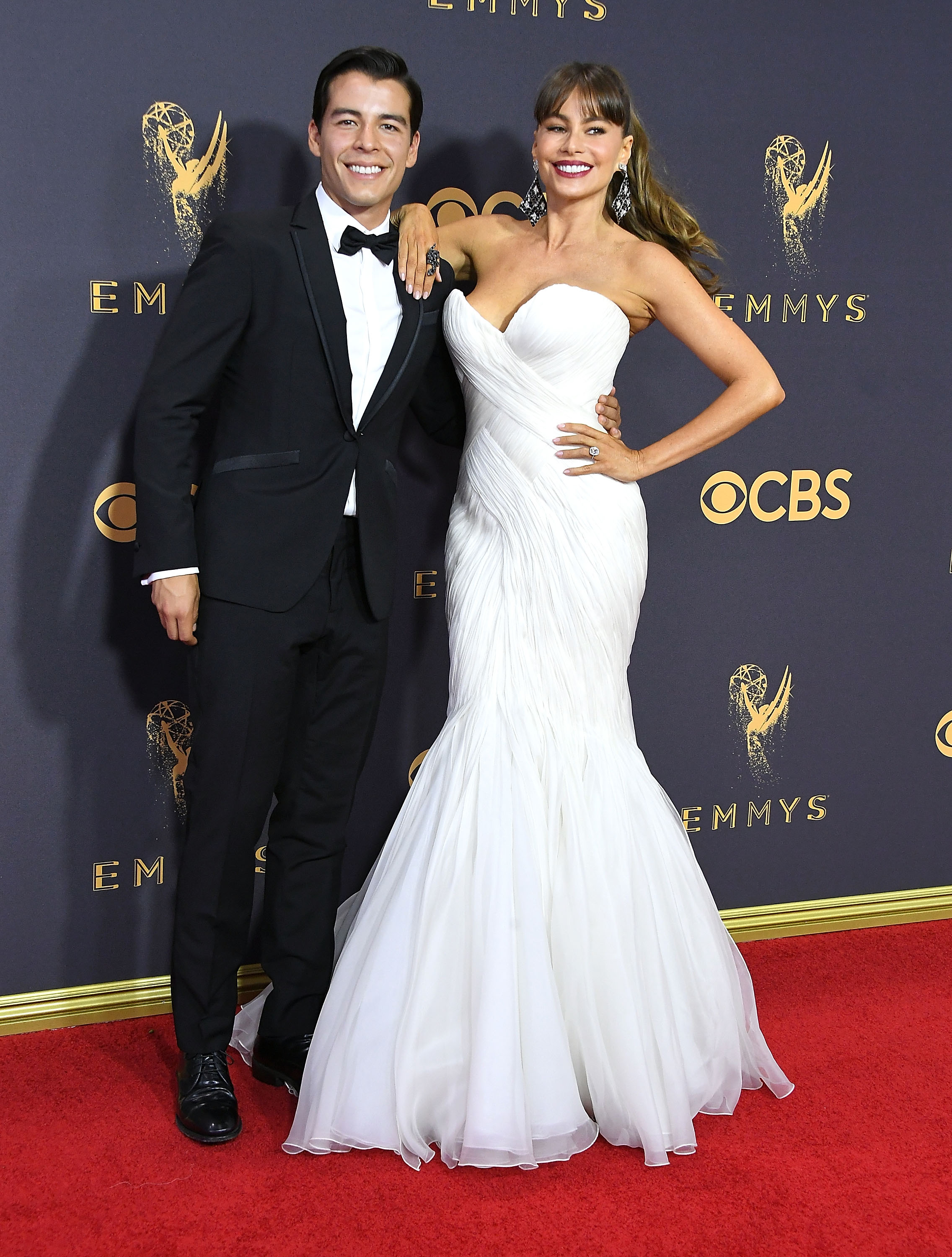 Sofia Vergara Wedding.Sofia Vergara Wears A Wedding Dress To Emmy Awards 2017