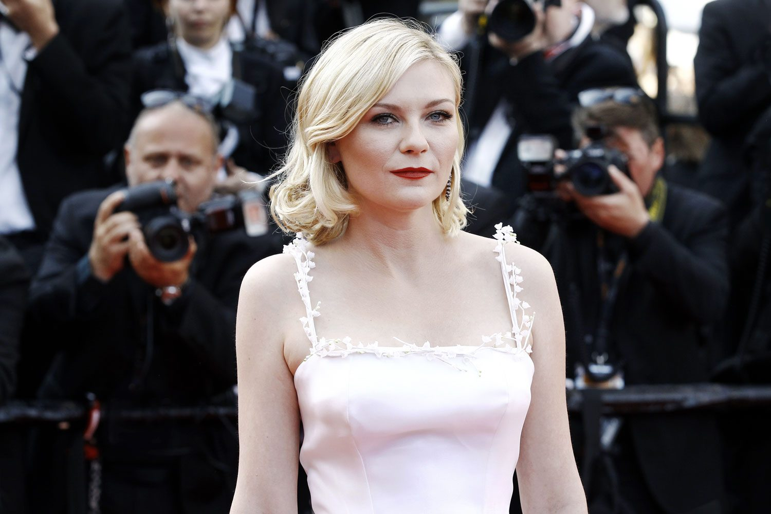Kirsten Dunst Hot & Sexy Topless Images, Videos Gallery