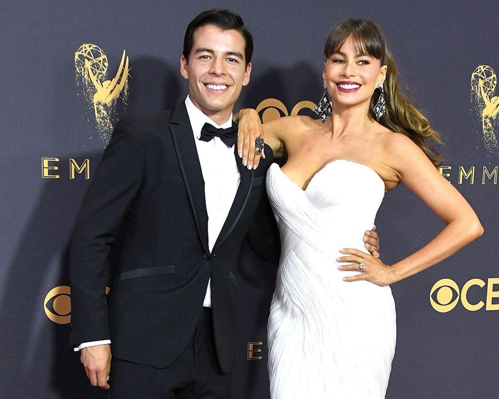 Sofia Vergara Wears A Wedding Dress To Emmy Awards 2017,Royal Blue Dress For Wedding Guest