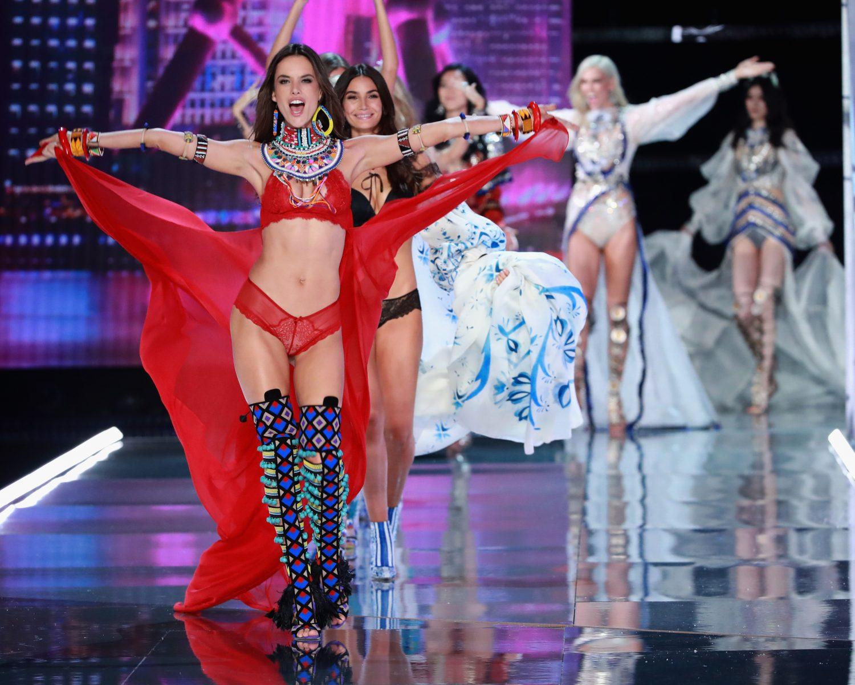 1517b36059 Victoria s Secret Fashion Show 2017 Photos for Bridal Lingerie ...