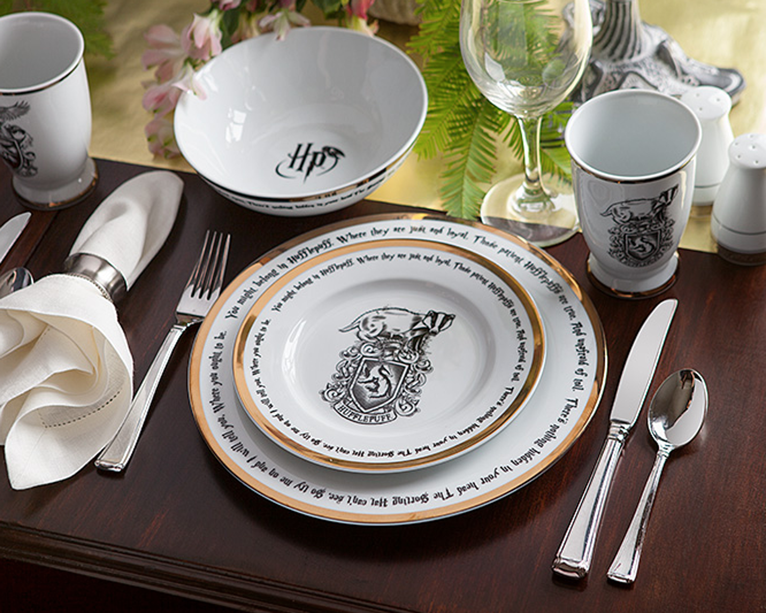 Harry Potter Dining Set Is Perfect For Your Wedding Registry