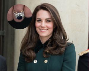 Kate Middleton wedding ring gold