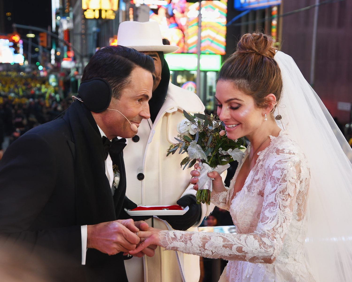 Maria Menounos Marries at Times Square on New Year's Eve