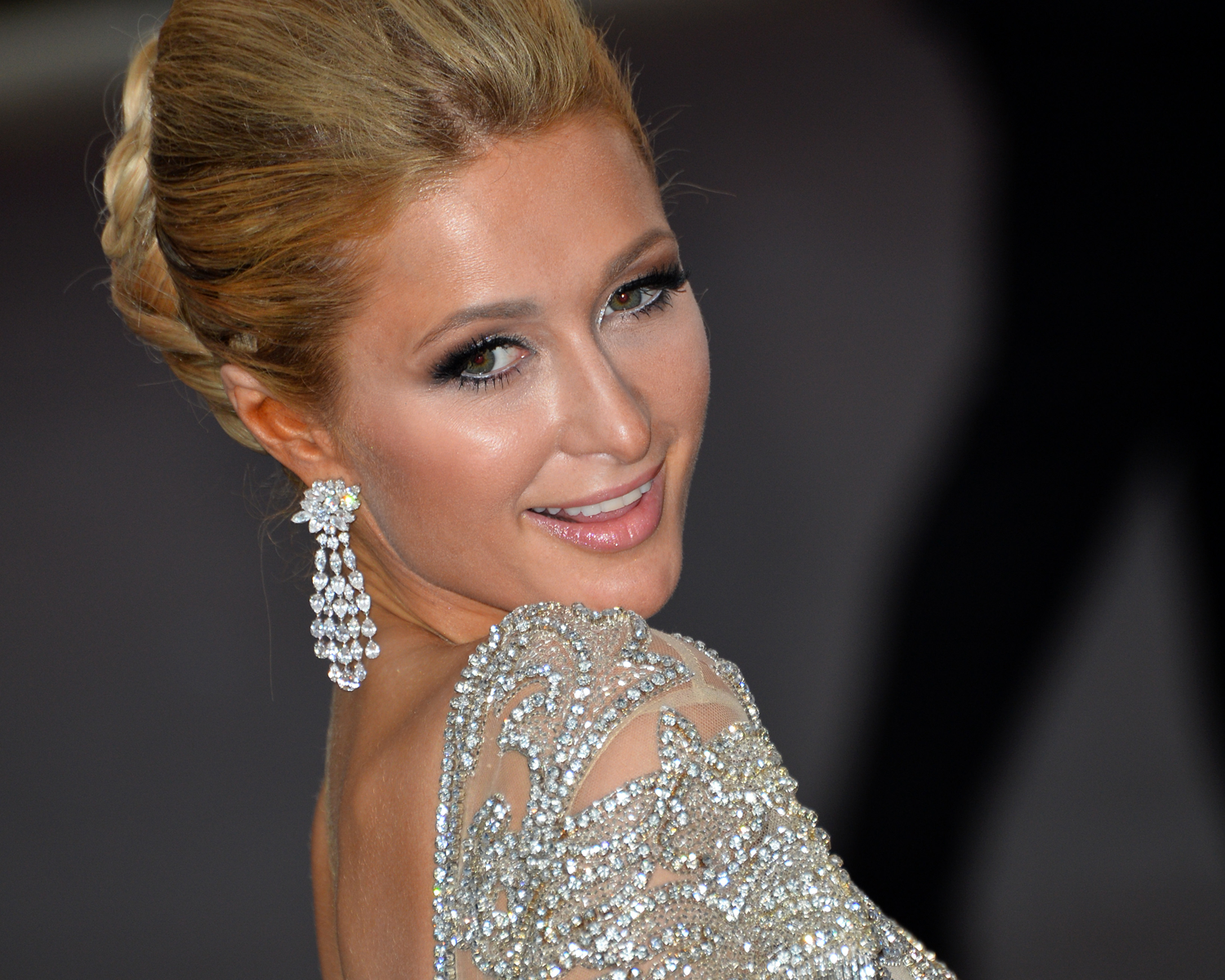 Paris Hilton S Engagement Ring Is Likely The Biggest