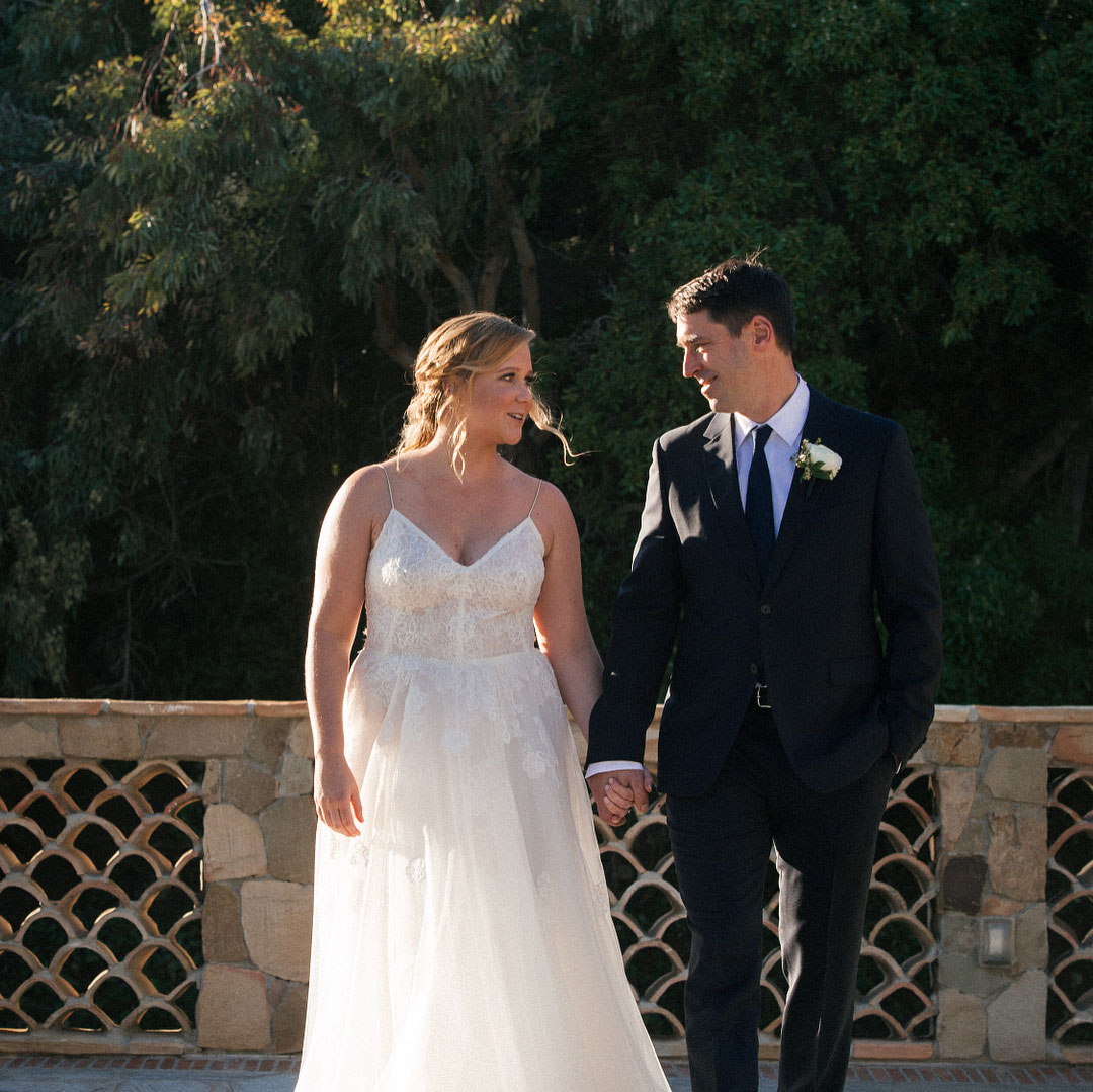 Amy Schumer Wore a Monique Lhuillier Wedding Dress: Details