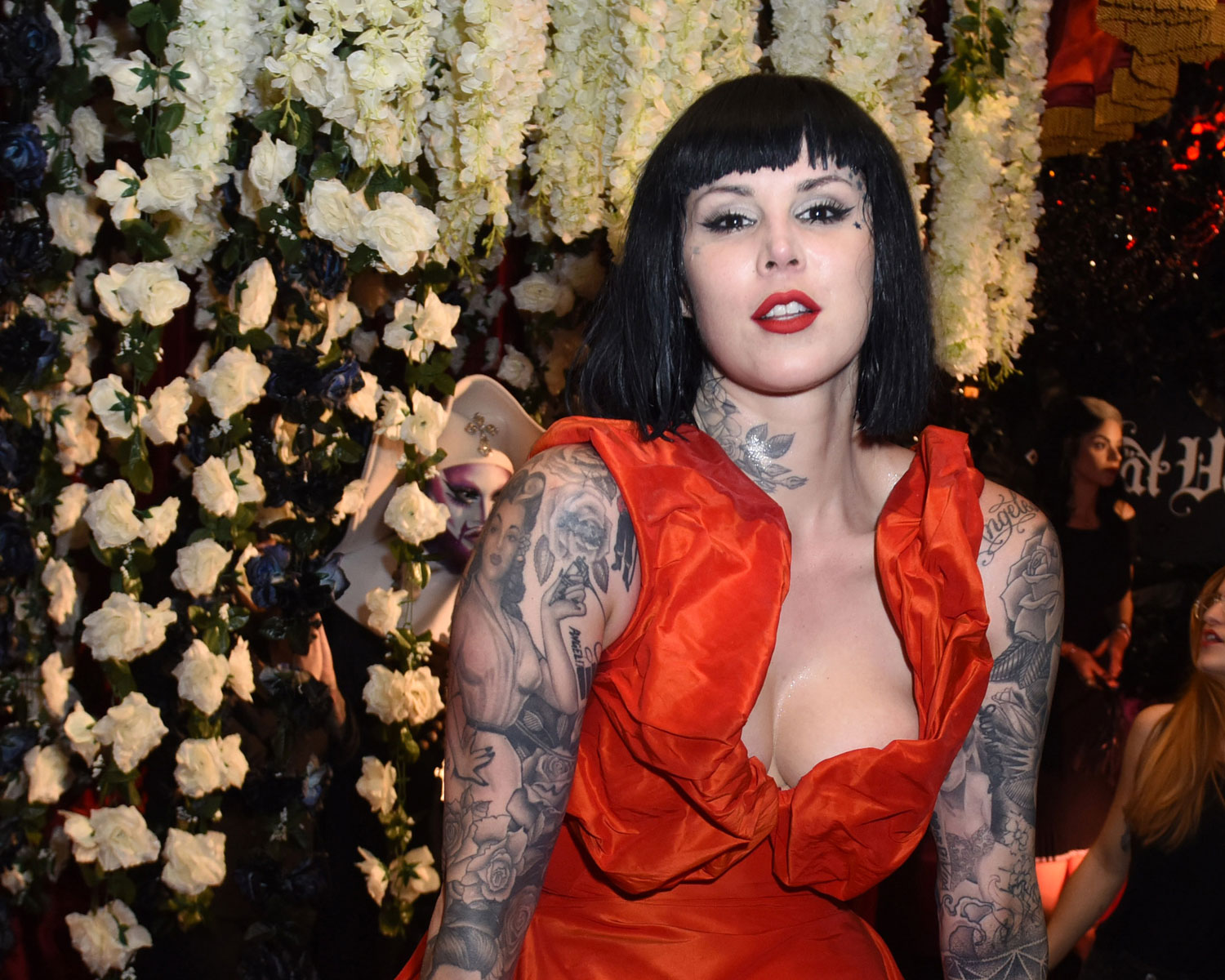 Kat Von D Marries Leafar Seyer See Her Red Wedding Dress