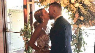 bride signs love song wedding