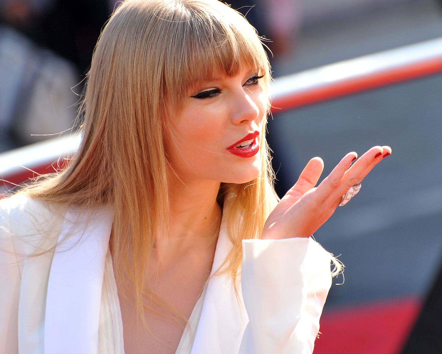 Taylor Swift Sent A Sweet Congratulatory Gift To A