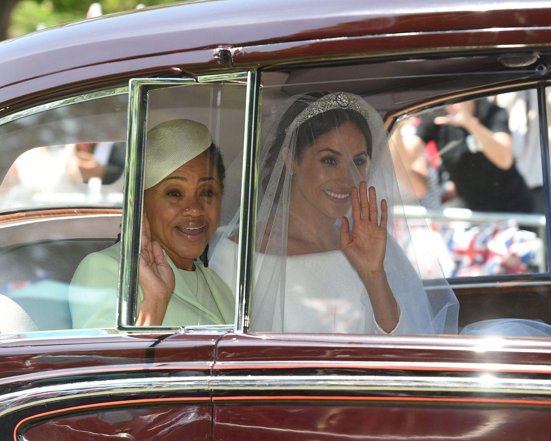 Meghan Markle S Tiara Queen Elizabeth Lent Bride Queen