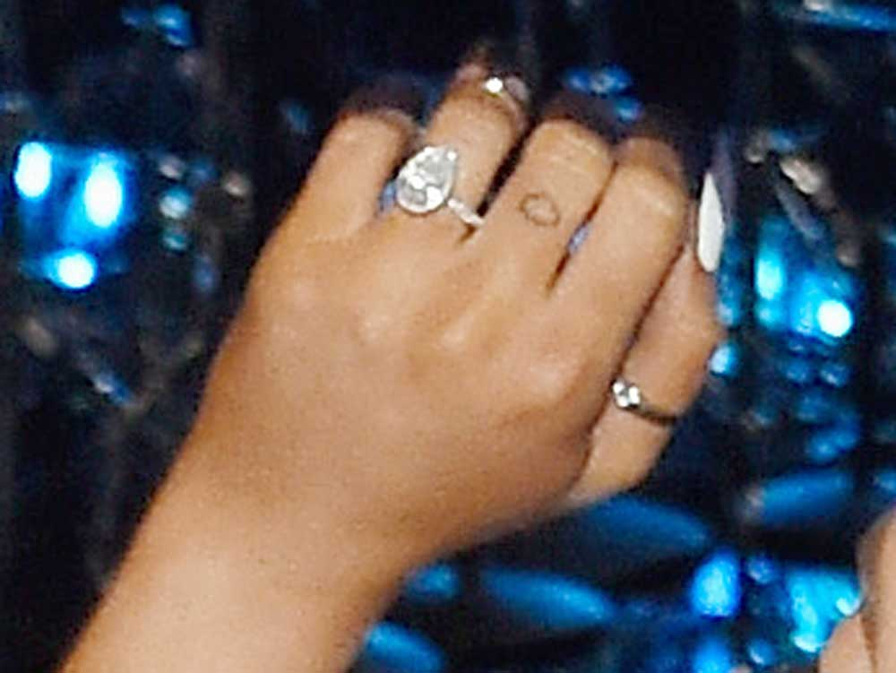 Is This Ariana Grande S Engagement Ring From Pete Davidson