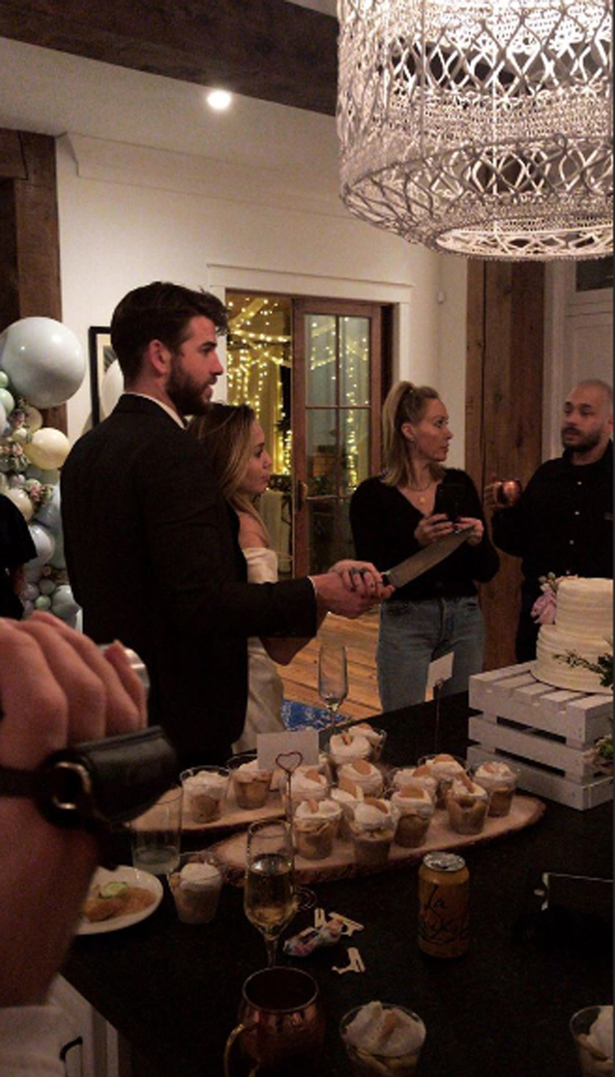miley cyrus wedding liam hemsworth