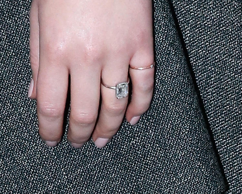 Jennifer Lawrence Debuts Her Massive Engagement Ring at ...