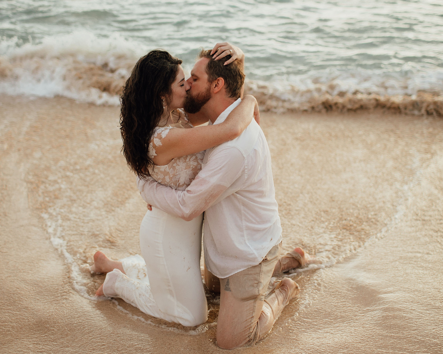 couple kissing beach photo